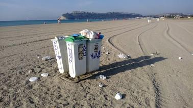 Cagliari, Poetto, cestini e rifiuti