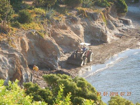 Villasimius, Porto Luna, ruspa in spiaggia (27 luglio 2015)