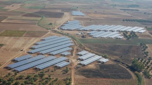 Villasor, Su Scioffu, veduta aerea delle serre fotovoltaiche (da www.agrinews.info)