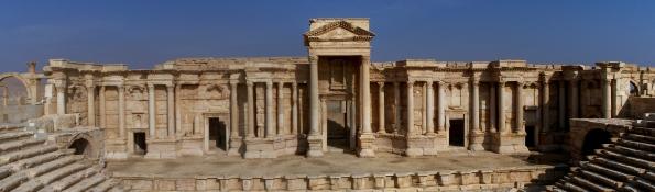 Palmira, rovine del teatro romano (foto Wikipedia)