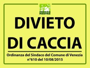"""Venezia, cartello """"divieto di caccia"""" parco pubblico Zaher"""