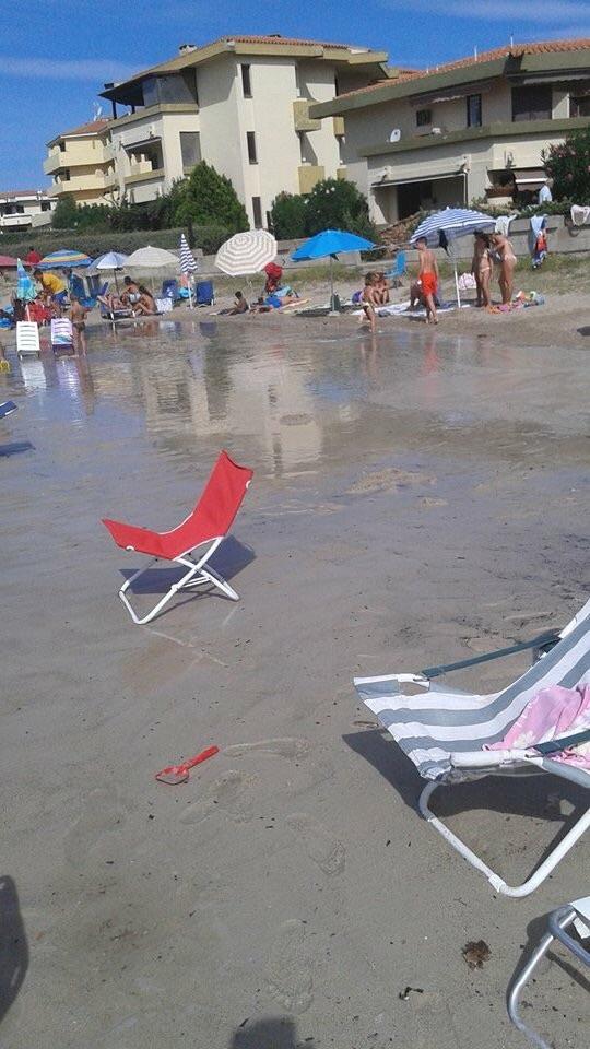 Golfo Aranci, Terza spiaggia, scarico di natura ignota (fine agosto 2015)