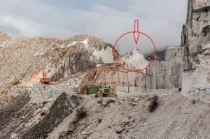 Alpi Apuane, come le cave di marmo stravolgono la morfologia della montagna: PRIMA