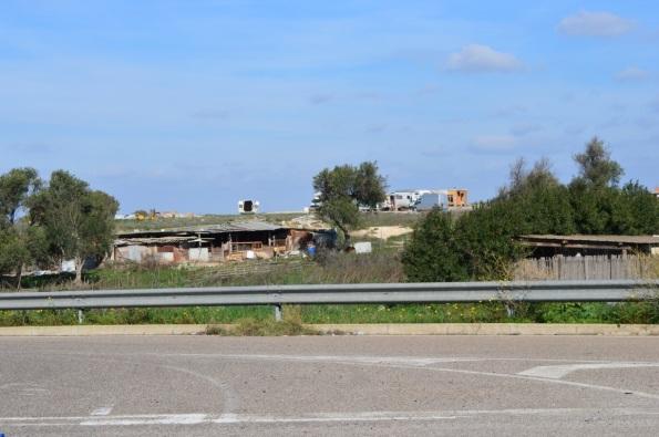 Cagliari, campo nomadi abusivo, accatastamento di rifiuti (15 novembre 2015)
