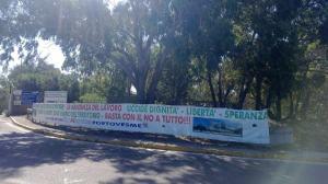 Portoscuso, zona industriale di Portovesme, striscione operai Allumina