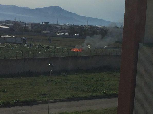 Cagliari, campo nomadi abusivo, incendio, 22 febbraio 2016