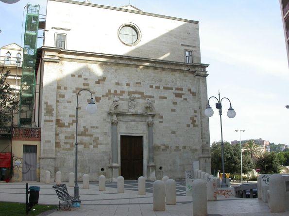 Cagliari, Chiesa di San Lucifero (prima dello scempio. Da notare le scritte sui muri e sugli elementi di arredo urbano)