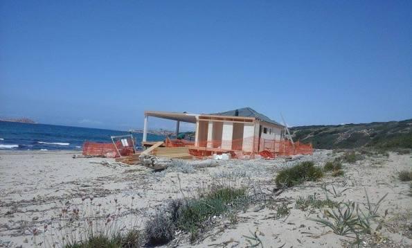 Trinità d'Agultu, spiaggia di Li Feruli, chiosco in corso di realizzazione