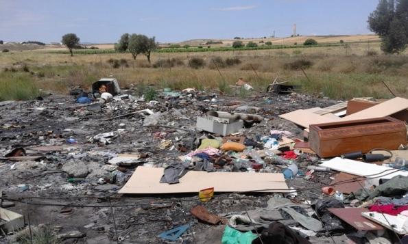 Selargius, località Sa Muxiurida, discarica abusiva