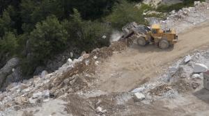 Alpi Apuane, Cava Fratteta, scarico detriti (15 luglio 2016)