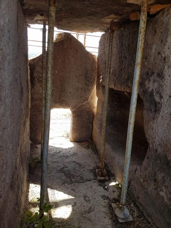 Mores, Dolmen S'Accoveccada, cantiere di restauro