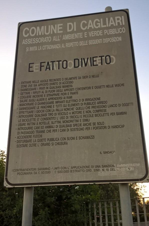 Cagliari, parco comunale del Colle di S. Michele, cartello posto all'ingresso