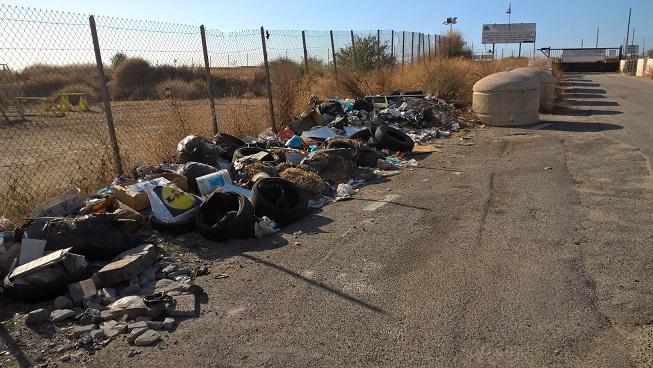 Cagliari, parte terminale di Via Simeto, discarica abusiva