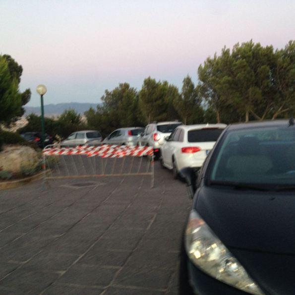Cagliari, parco comunale Colle di S. Michele, automobili parcheggiate