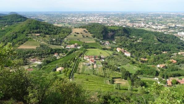 Colli Euganei, vista dal Monte Ceva, tra Battaglia Terme e Montegrotto Terme.