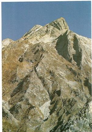Alpi Apuane, Massa, Padulello, notare la Via di Lizza del Padulello, manufatto storico