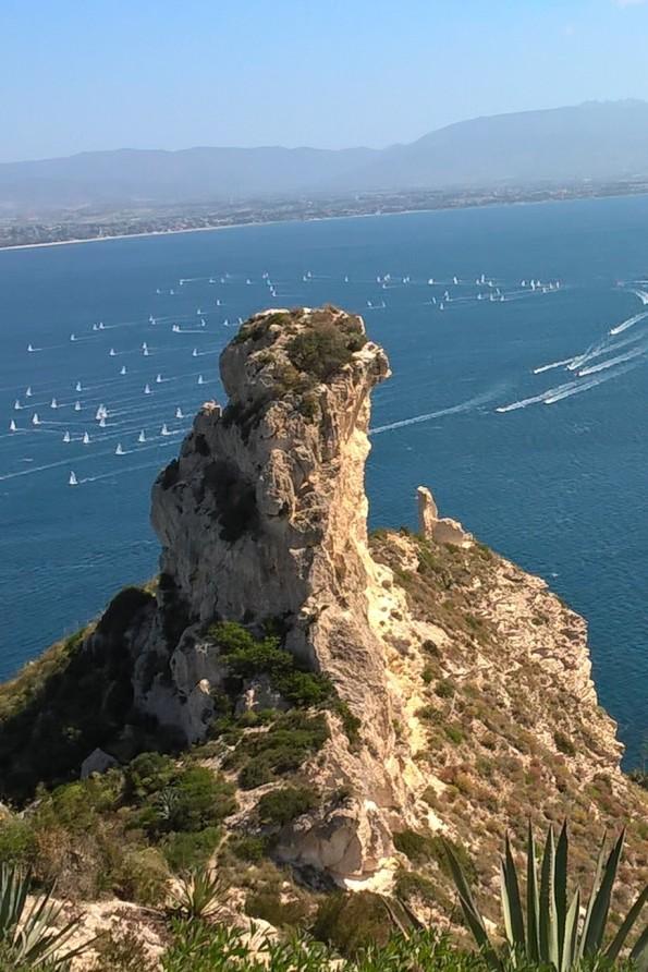 Cagliari, Sella del Diavolo, la punte del promontorio e la regata velica