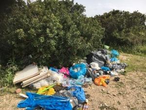 Muravera. Piscina Rei, scarico incontrollato di rifiuti vari (aprile 2018) (2)