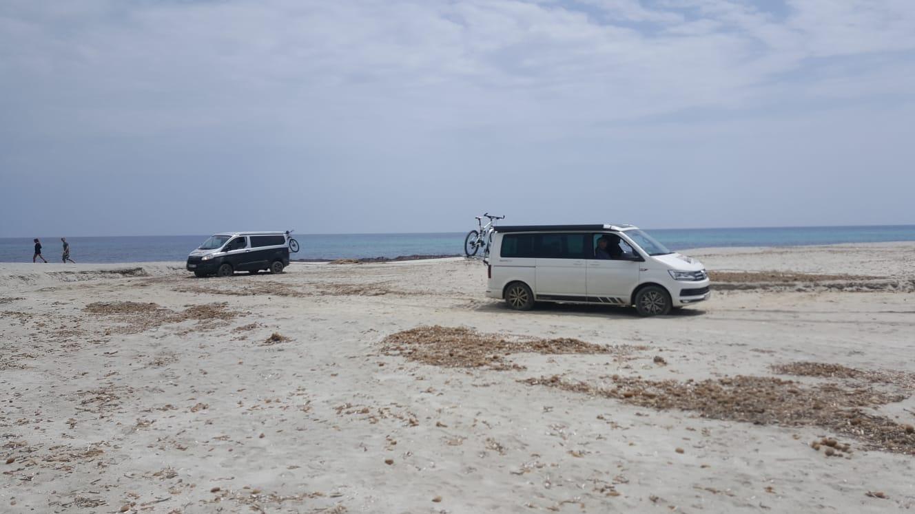 Siniscola, Berchida, pulmini in spiaggia (29 maggio 2018)