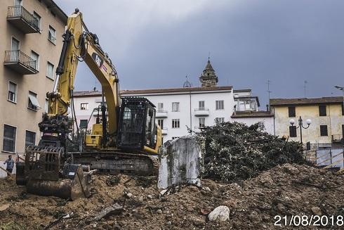 Poggibonsi, abbattimento alberi Piazza Mazzini