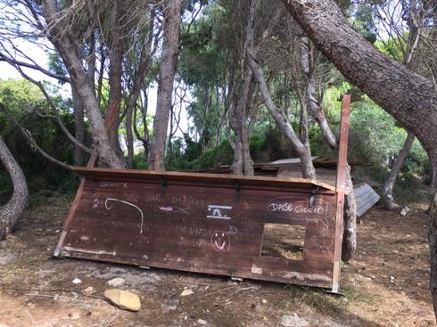 Carloforte, Guidi, legname abbandonato